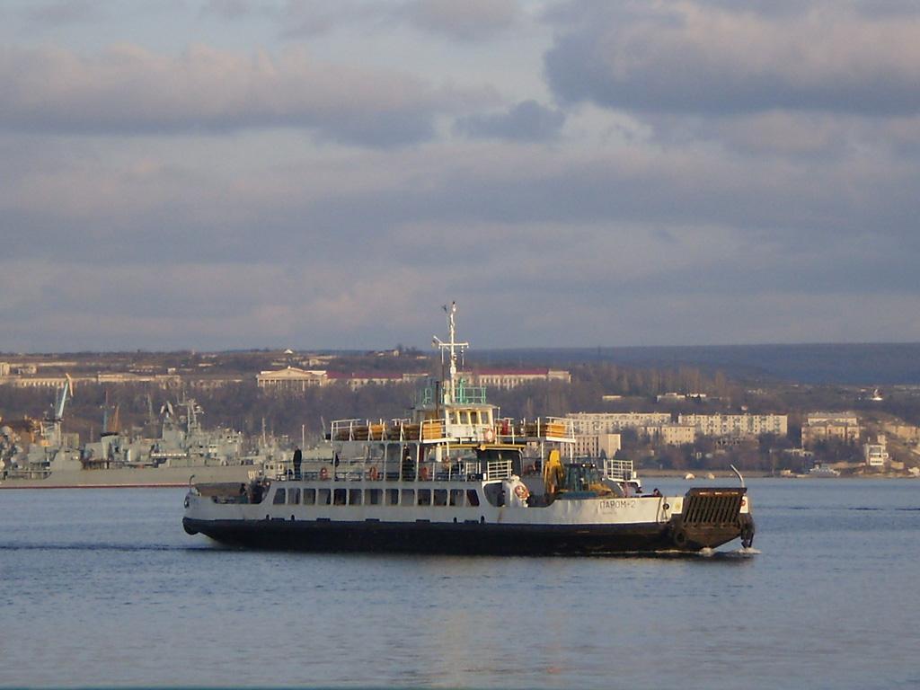 Подозрительный предмет обнаружен в морском порту Севастополя